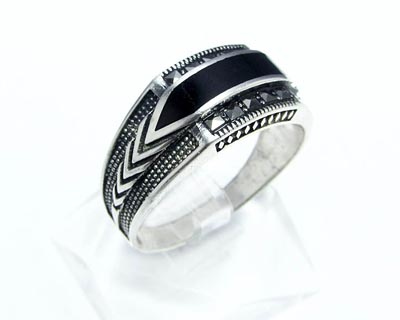 انگشتر نقره مردانه با نگین سیاه کد ۱۵۶۴