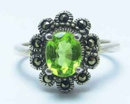 خرید انگشتر زنانه زبرجد با قیمت مناسب